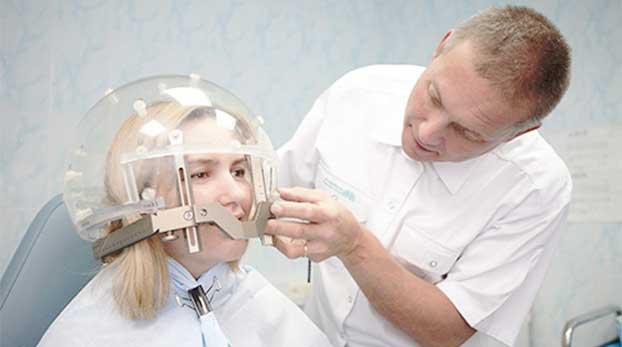Установка стереотаксической рамки в Центре радиохирургии «Гамма-нож».