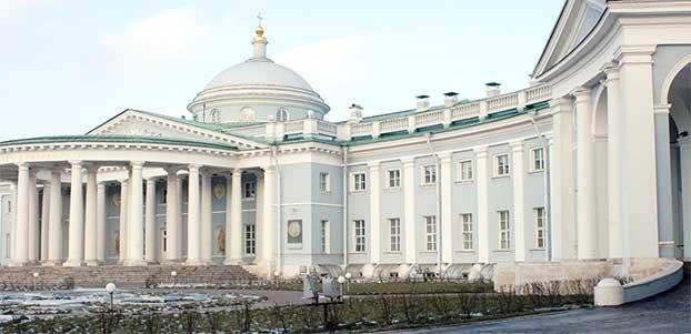 Здание НИИ Склифосовского в Москве, где можно пройти лечение на Гамма ноже