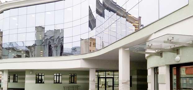 Главный вход в НИИ Бурденко